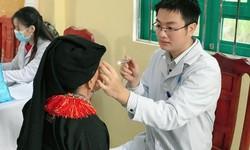 Khám bệnh miễn phí cho hàng trăm người dân khó khăn vùng cao