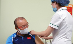 """""""Thầy Park"""" được tiêm vắc xin COVID-19"""