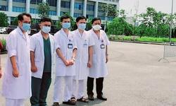 3 bác sĩ, điều dưỡng BV Phổi TW đến hỗ trợ BV Bệnh Nhiệt đới TW điều trị bệnh nhân nặng