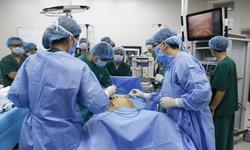 Bệnh viện đầu tiên tại Việt Nam phẫu thuật nội soi ung thư bằng hệ thống robot hiện đại nhất thế giới