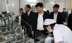 Thứ trưởng Bộ Y tế kiểm tra công tác sản xuất trang thiết bị phòng chống dịch nCoV