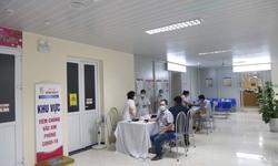 Giám đốc Bệnh viện E lên tiếng về tình trạng người dân xếp hàng tiêm vắc xin COVID-19