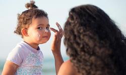 Khi nào trẻ được dùng kem chống nắng?