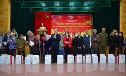 """Tặng 100 suất quà """"Tết vì người nghèo và nạn nhân chất độc da cam"""" tại Nam Định"""