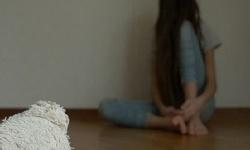 Bé gái 13 tuổi tự tử do áp lực học tập và bạn bè