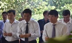 Đoàn công tác Bộ Y tế viếng liệt sĩ ngành y tế tại Tây Ninh