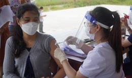 Quảng Bình: Tiêm vaccine phòng COVID-19 cho sinh viên Lào