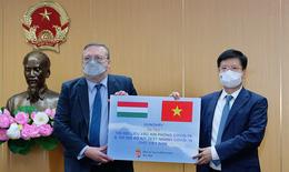 Bộ Y tế tiếp nhận 100.000 liều vaccine COVID-19 và 100.000 kit xét nghiệm nhanh của Chính phủ Hungary