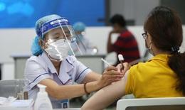 Trưa 4/10: Cả nước tiêm hơn 46,3 triệu liều vaccine COVID-19; TTYT huyện cứu sống thai phụ F0 bị nhau bong non