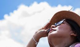 Bảo vệ mắt dưới mặt trời và tia cực tím