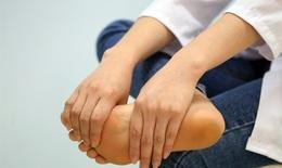 Tê bì tay chân có thể là dấu hiệu bệnh lý nguy hiểm