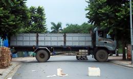 Hà Nội: Dùng thùng container, xe tải, ống cống làm chốt cứng kiểm soát dịch COVID-19