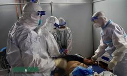 Xuyên ngày đêm cứu chữa bệnh nhân COVID-19 nặng