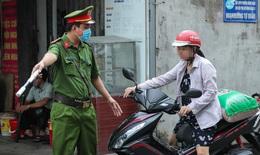 Hàng loạt ca mắc COVID-19 cộng đồng nhưng nhiều người Hà Nội vẫn không đeo khẩu trang