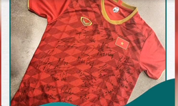 Áo đấu của đội tuyển Việt Nam bán được 500 triệu để mua máy thở