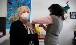 Pfizer và Moderna nâng giá bán vaccine COVID-19 tại EU