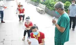 Thứ trưởng Bộ Y tế Nguyễn Trường Sơn chia sẻ sự cần thiết tự test nhanh COVID-19