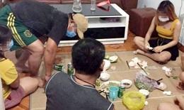 Phạt hành chính 5 người tụ tập ăn nhậu trong khi đang thực hiện Chỉ thị 16