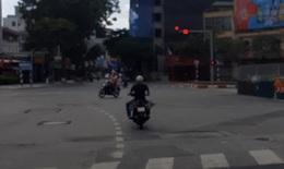 Hà Nội: Vô tư vượt đèn đỏ những ngày giãn cách xã hội