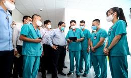 Thủ tướng Chính phủ thị sát BV tuyến cuối điều trị người bệnh COVID-19 tại Hà Nội
