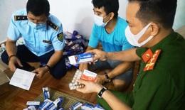 Thu giữ hàng trăm hộp thuốc điều trị COVID-19 không rõ nguồn gốc