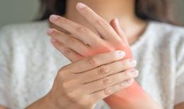 Nhắn tin bằng ngón cái và nhiều thói quen làm hại khớp cần loại bỏ