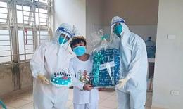 """Thư Sài Gòn (số 12): Bánh kem sinh nhật """"siêu nhân 9 tuổi"""" F0 tại bệnh viện dã chiến"""