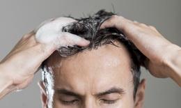 Nam giới có sai lầm khi gội đầu thường xuyên?