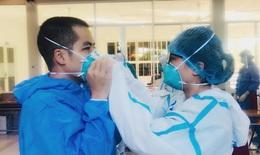 Những cặp đôi hợp sức đồng lòng xung phong vào tuyến đầu chống dịch