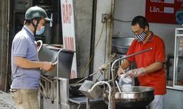 Hà Nội: Phở bò, cơm rang, bún ốc... đắt hàng ở 'vùng xanh' Gia Lâm