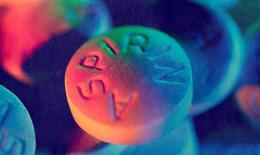 Aspirin giúp ngăn ngừa cơn đau tim, nhưng không an toàn cho tất cả mọi người