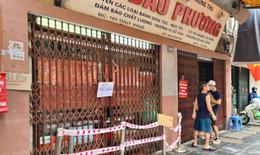Để khách xếp hàng tấp nập, cửa hàng bánh trung thu Bảo Phương bị đóng cửa
