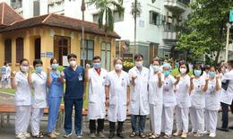 Sáng 15/9, hơn 100 'chiến sĩ' áo trắng Việt Đức vào TP HCM 'đảo quân' cho Trung tâm hồi sức tích cực COVID-19