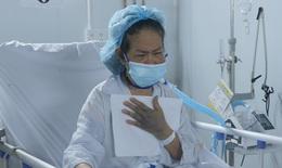 """Những """"món quà vô giá"""" giữa Trung tâm Hồi sức tích cực điều trị COVID-19 khắc nghiệt"""