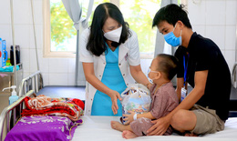 Mang Trung thu yêu thương đến với bệnh nhi đang điều trị tại BV TW Huế