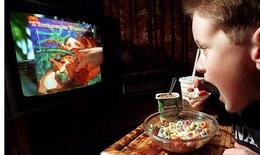 Trẻ mắc chứng béo phì vì thói quen ăn uống kém lành mạnh trong mùa dịch