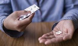 5 lưu ý khi sử dụng thuốc chữa viêm họng cho người cao tuổi