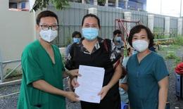 """Thêm 13 """"tờ giấy hạnh phúc"""" ở Trung tâm Hồi sức người bệnh COVID-19 BV Bạch Mai tại TP.HCM"""