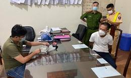 Kiểm soát giấy đi đường phát hiện đối tượng tàng trữ súng