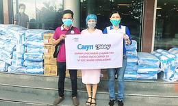 Caryn sát cánh cùng đội ngũ y tế tuyến đầu chăm sóc bệnh nhân COVID-19