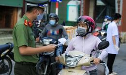 Thủ tướng yêu cầu Hà Nội điều chỉnh vướng mắc, bất cập trong việc cấp giấy đi đường
