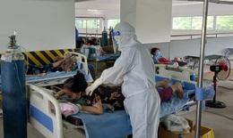 Thứ trưởng Bộ Y tế: Cần quan tâm hơn tới đội ngũ thầy thuốc ở tâm dịch