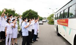"""52 """"chiến binh"""" y tế Nghệ An lên đường tăng cường cho Hà Tĩnh"""