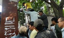 Giang hồ phá cổng ĐH Hùng Vương trấn áp giáo viên, sinh viên