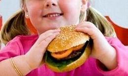 Sai lầm của việc ép trẻ dùng sản phẩm dinh dưỡng năng lượng cao