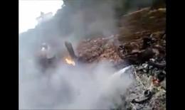 Cận cảnh hiện trường vụ máy bay rơi ở Hòa Lạc
