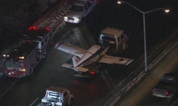 Máy bay hạ cánh khẩn cấp xuống đường cao tốc New York
