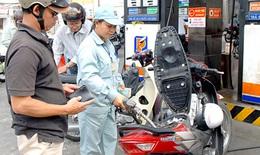 Giá xăng dầu bất ngờ giảm hơn 300 đồng/lít