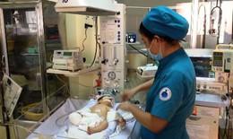 Nhà hảo tâm tiếp sức bé trai văng khỏi bụng mẹ trong tai nạn