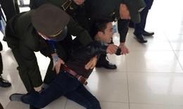 """Thanh niên có tiền sử tâm thần """"quậy"""" tưng sân bay Nội Bài"""